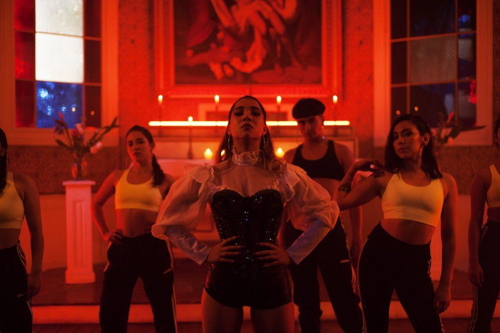 Princesa Alba presenta ambicioso videoclip de la mano de la cineasta Marialy Rivas